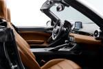 картинки интерьер Fiat 124 Spider 2016-2017 года