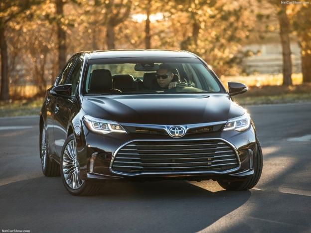 Фото Toyota Avalon 2016-2017 спереди