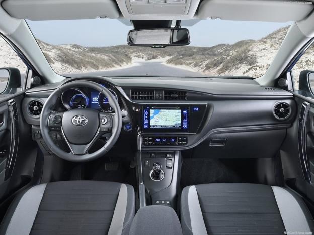Фотография салона Toyota Auris 2016-2017 года